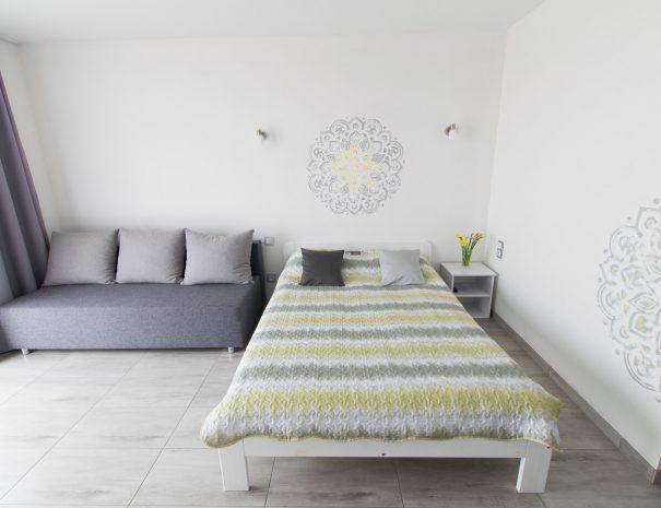 Pokój z kanapą